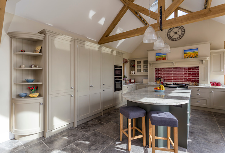 Spacious family kitchen by Joh Ladbury and Company Cuisine rurale par John Ladbury and Company Rural Bois Effet bois