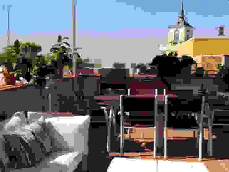 Reformmia Eclectic style balcony, veranda & terrace