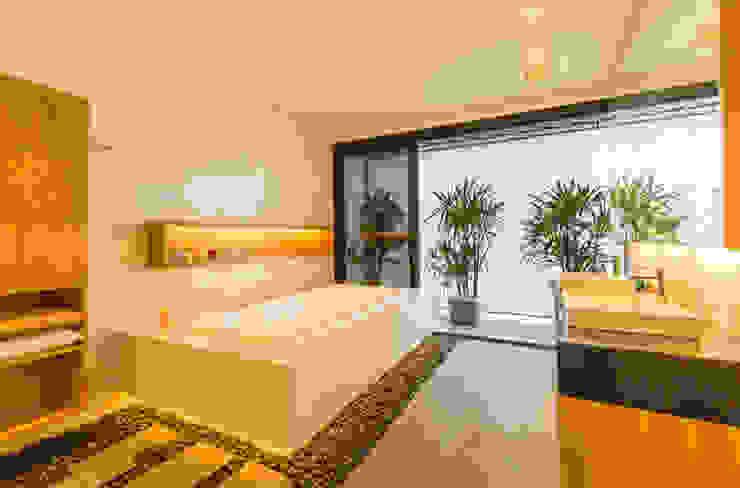 Masterbath Modern style bathrooms by MJ Kanny Architect Modern