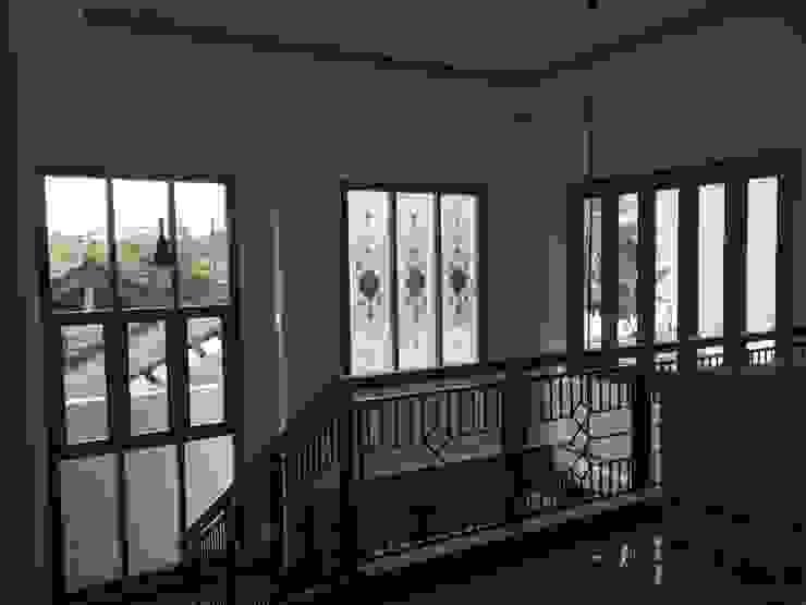 Ruang Tengah Ruang Keluarga Modern Oleh Kahuripan Architect Modern Besi/Baja
