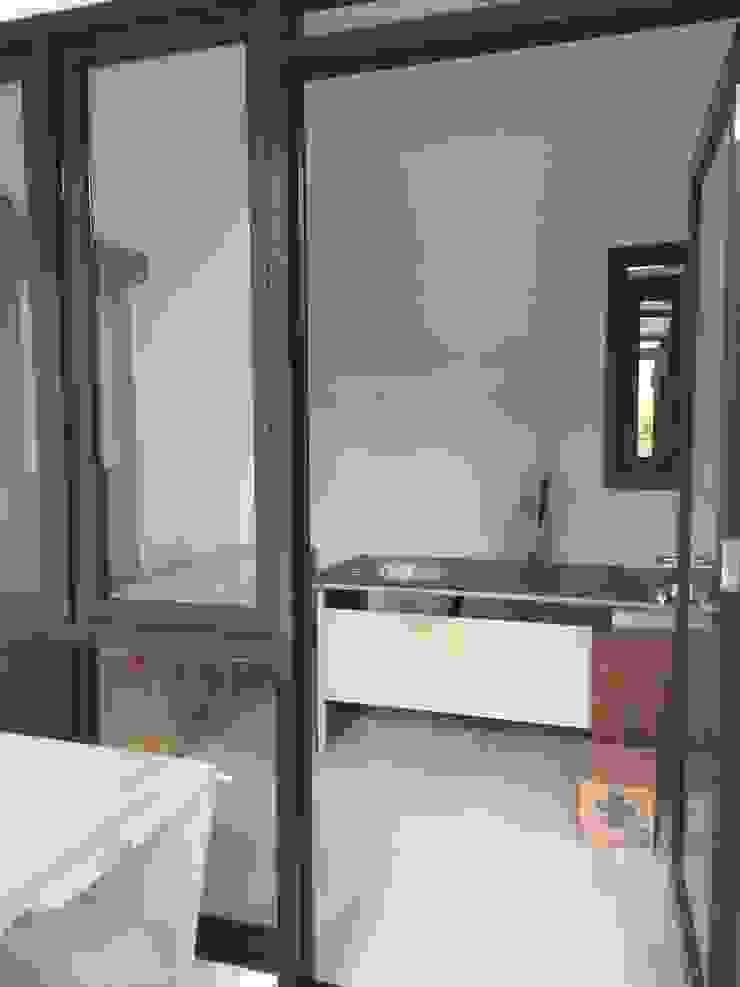 Ruang Kerja Ruang Studi/Kantor Modern Oleh Kahuripan Architect Modern Aluminium/Seng