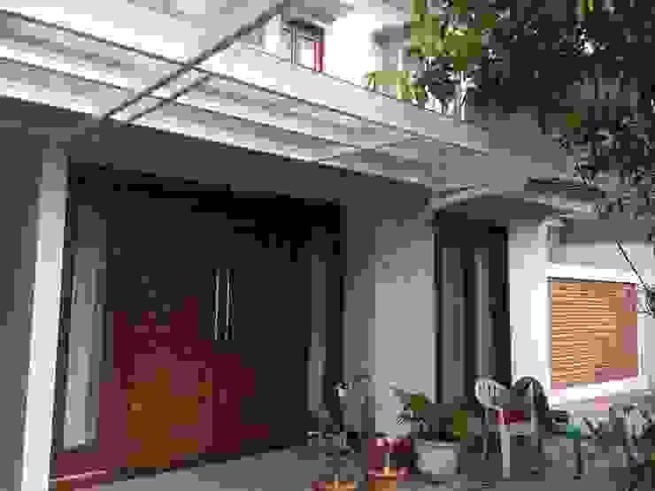 Teras:  Teras by Kahuripan Architect