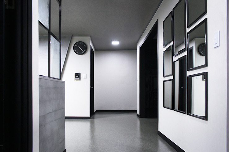 Modern corridor, hallway & stairs by 제시카디자인그룹 Modern