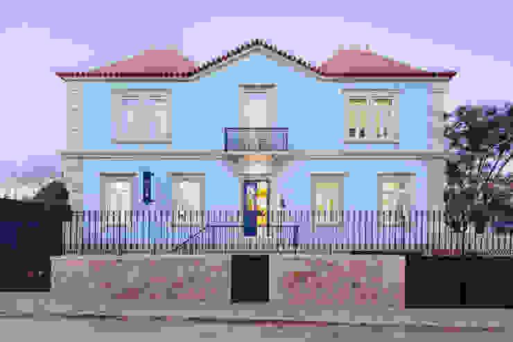 Hostel na Parede AURORA ARQUITECTOS Casas ecléticas