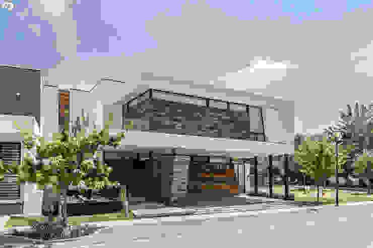 PROYECTO V-17: Casas de estilo  por ARQDUO