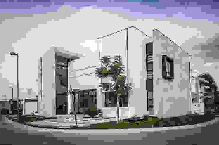CASA MM: Casas de estilo  por ARQDUO