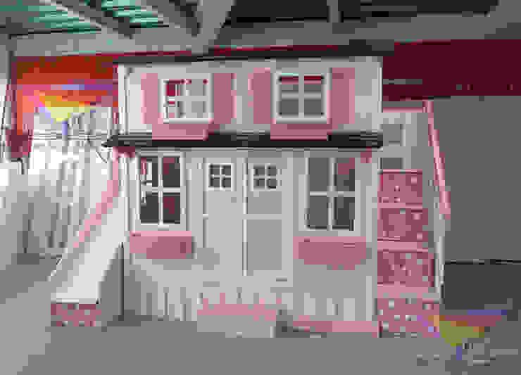 Preciosa casita de lunares con puertas de camas y literas infantiles kids world Clásico Derivados de madera Transparente