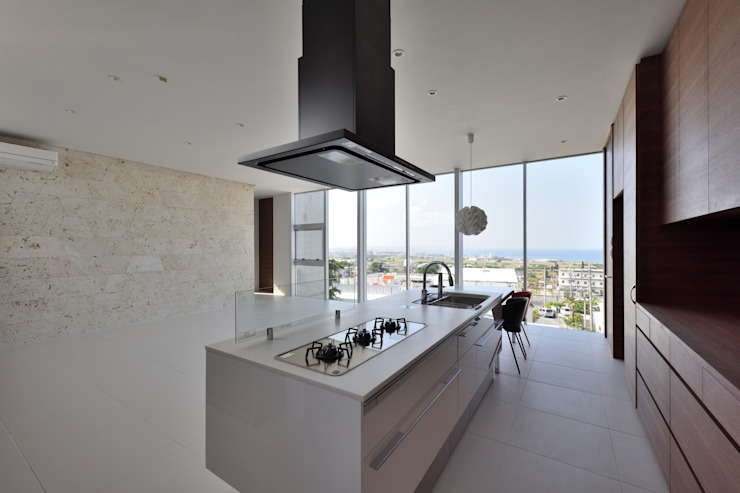 Moderne Küchen von プラソ建築設計事務所 Modern