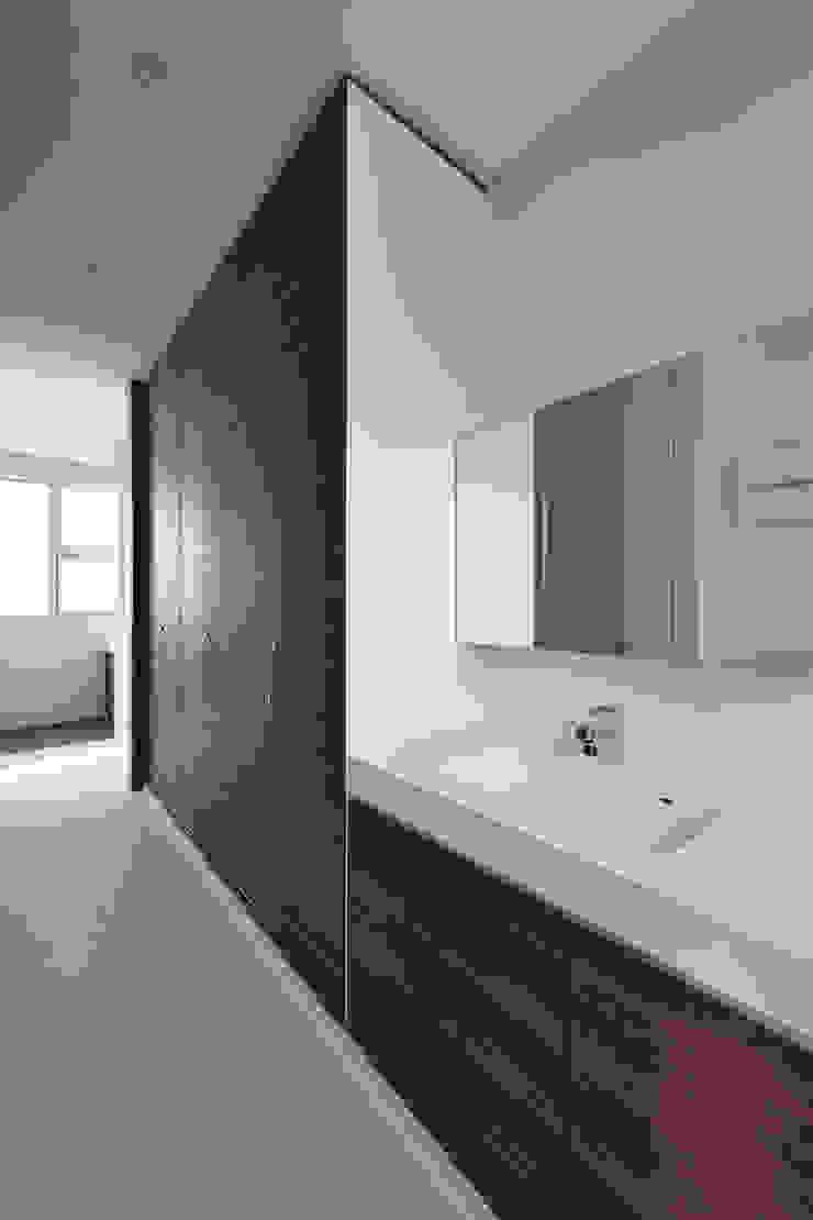 Moderner Flur, Diele & Treppenhaus von プラソ建築設計事務所 Modern