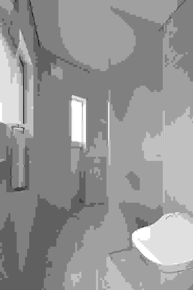 Moderne Badezimmer von プラソ建築設計事務所 Modern
