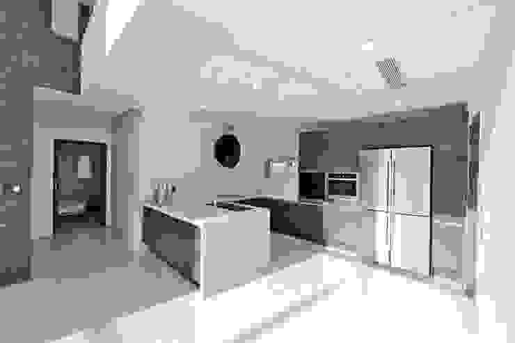 Modern dining room by 피앤이(P&E)건축사사무소 Modern