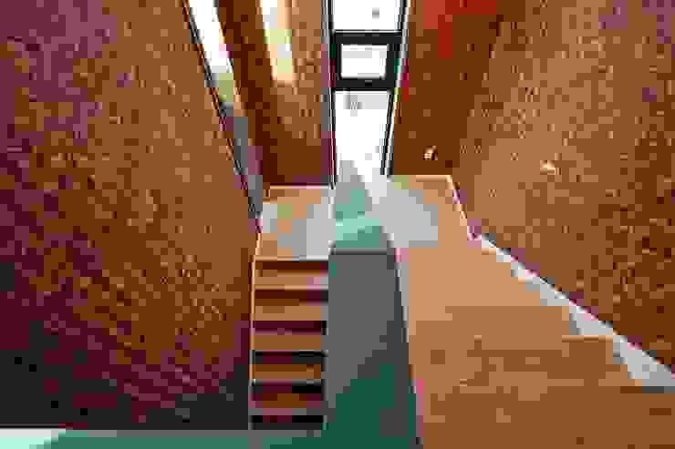 by 피앤이(P&E)건축사사무소 Modern