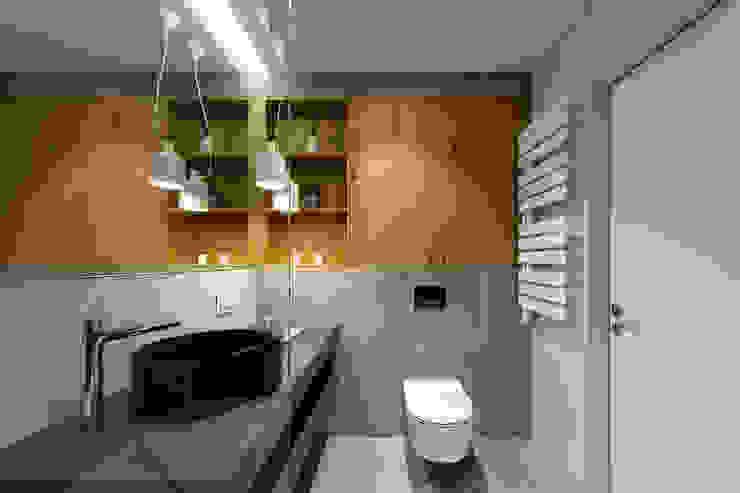 Baños de estilo moderno de U-Style design studio Moderno