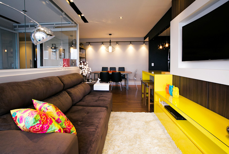Industrial style living room by Saia Arquitetura Industrial