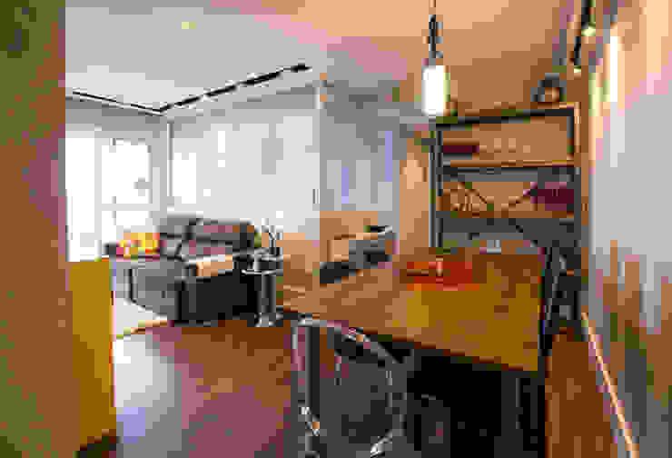 Saia Arquitetura Industrial style dining room