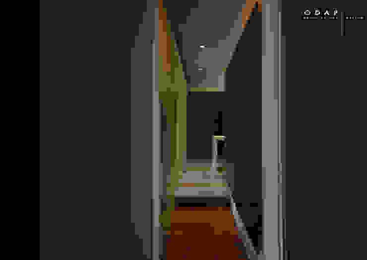 corridoio odap - arch. matteo pavese Ingresso, Corridoio & Scale in stile minimalista