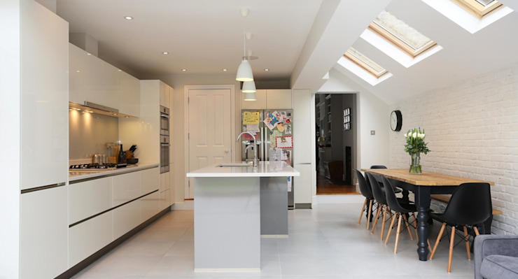 House extension for London terraced house in Fulham and Chelsea Кухня в стиле модерн от DM Architecture Модерн