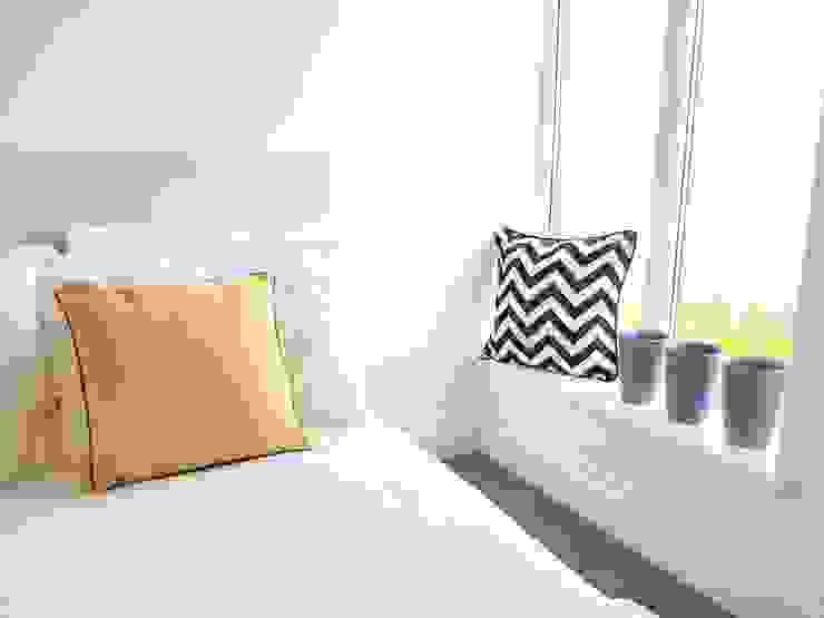 Guest bedroom Спальня в скандинавском стиле от THE FRESH INTERIOR COMPANY Скандинавский Дерево Эффект древесины