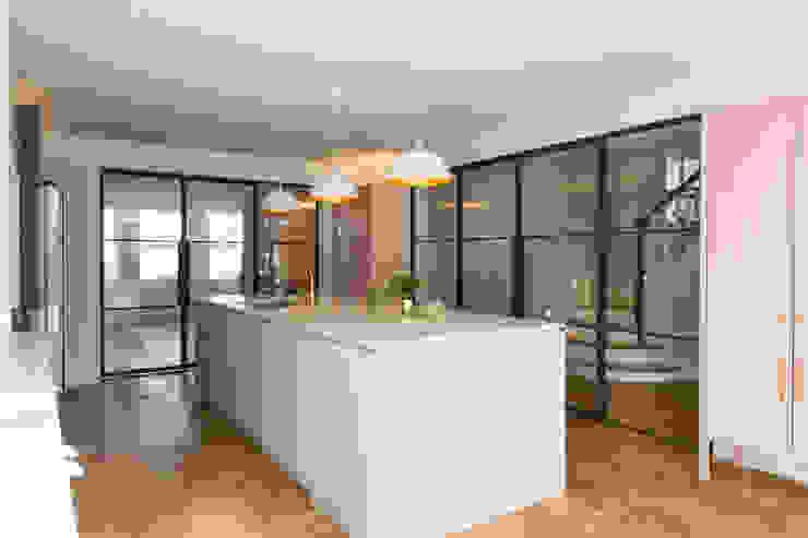 Urban rustic style - Victorian villa, Hammersmith My-Studio Ltd Built-in kitchens MDF White