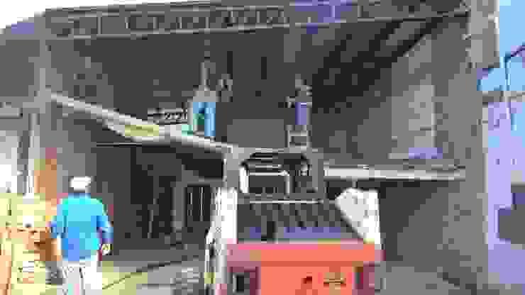 Ultimando detalles para iniciar demolición de antigua área COMERCIAL Oficinas y tiendas de estilo industrial de CONSTRU/ARQ: Construya Ud.una Arquitectura de manera PLANIFICADA, INTELIGENTE Y SEGURA Industrial