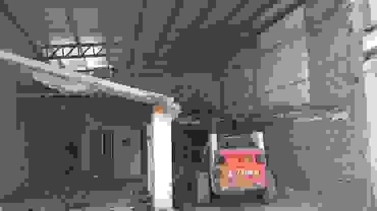 Demoliendo losa de hormigón armado Oficinas y tiendas de estilo industrial de CONSTRU/ARQ: Construya Ud.una Arquitectura de manera PLANIFICADA, INTELIGENTE Y SEGURA Industrial