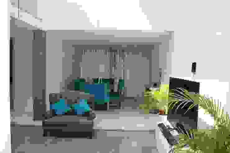 Casa Nordika Pasillos, vestíbulos y escaleras de estilo minimalista de Itech Kali Minimalista Cerámico