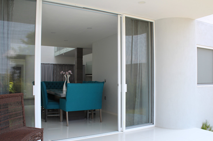 Casa Nordika Balcones y terrazas de estilo minimalista de Itech Kali Minimalista Cerámico