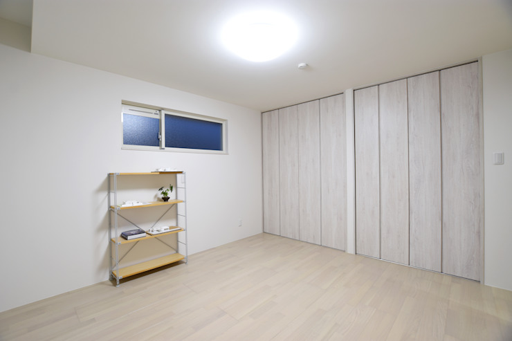 寝室 モダンスタイルの寝室 の Style Create モダン