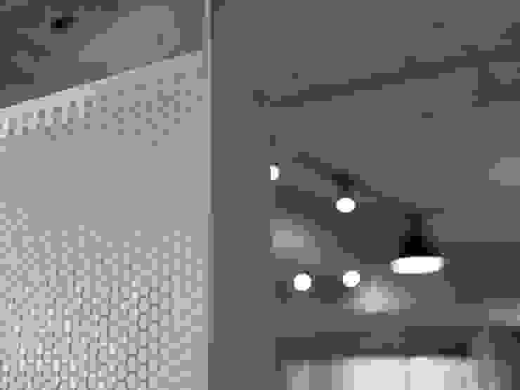 沖孔板細部 根據 湜湜空間設計 簡約風 金屬