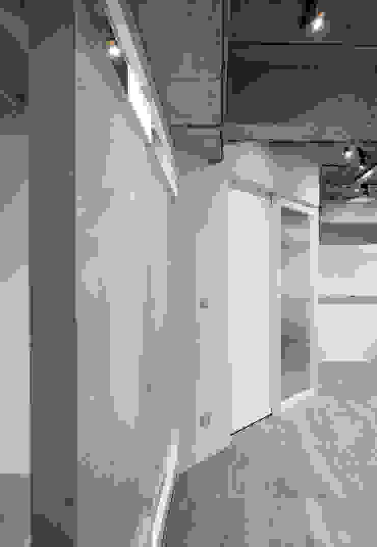 經緯整合行銷辦公室 根據 湜湜空間設計 簡約風 玻璃