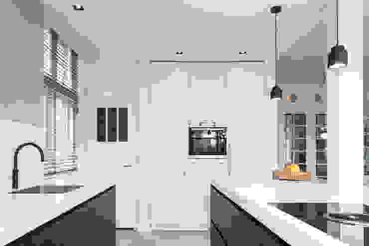 kastenwand keuken van Bob Romijnders Architectuur + Interieur
