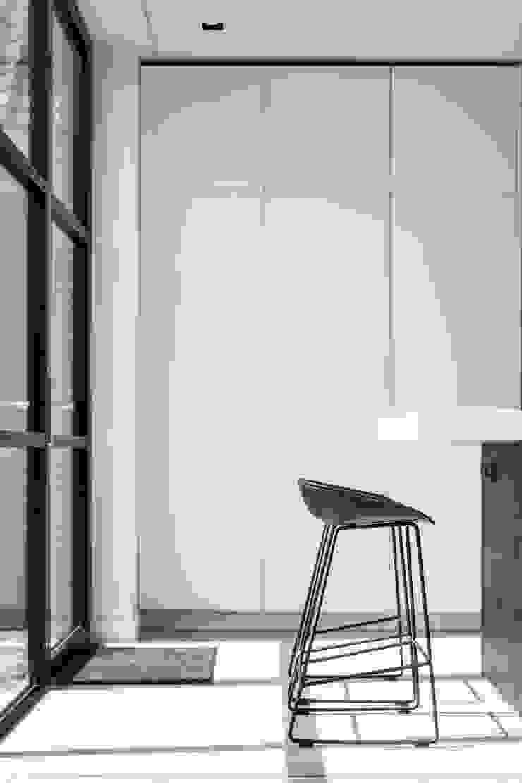 kastenwand van Bob Romijnders Architectuur + Interieur