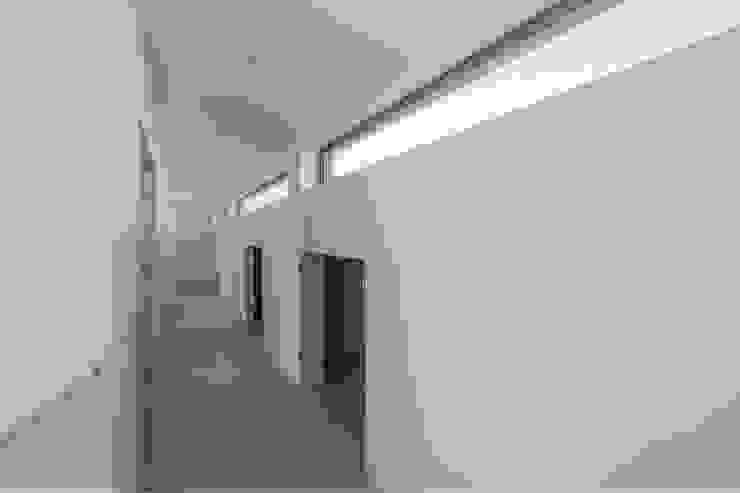 drie generaties woning | Nieuwkoop Moderne gangen, hallen & trappenhuizen van JADE architecten Modern
