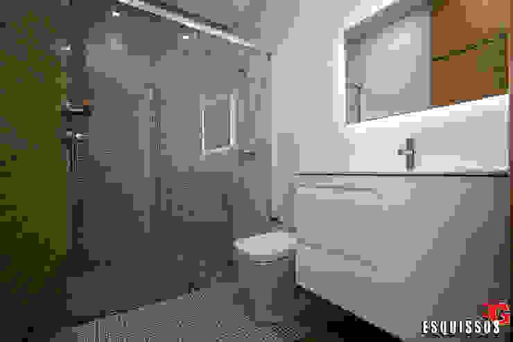 Baños de estilo moderno de Esquissos 3G Moderno