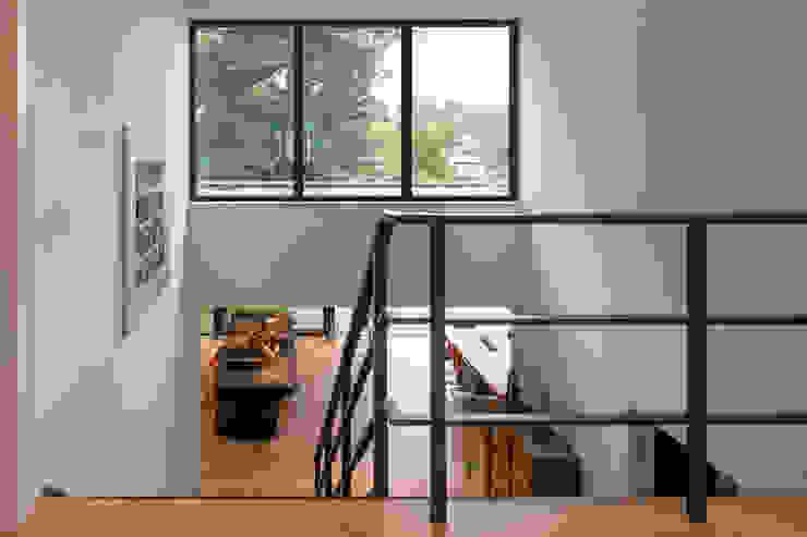 Parkvilla | Voorschoten Moderne gangen, hallen & trappenhuizen van JADE architecten Modern