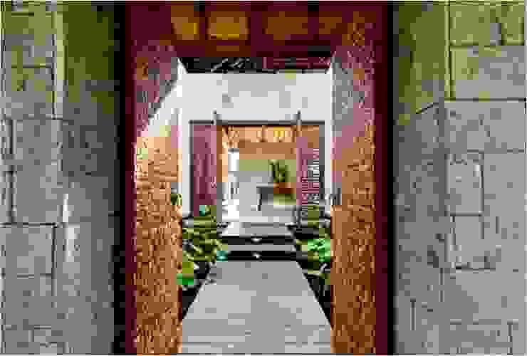 Villa Saya - Gate Main Entrance Koridor & Tangga Gaya Asia Oleh HG Architect Asia