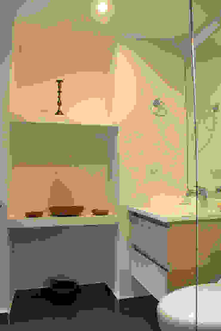 Baño Social Baños de estilo moderno de ATELIER HABITAR Moderno