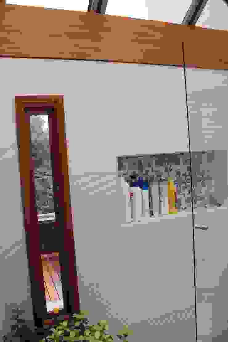 Baño a Terraza Baños de estilo moderno de ATELIER HABITAR Moderno