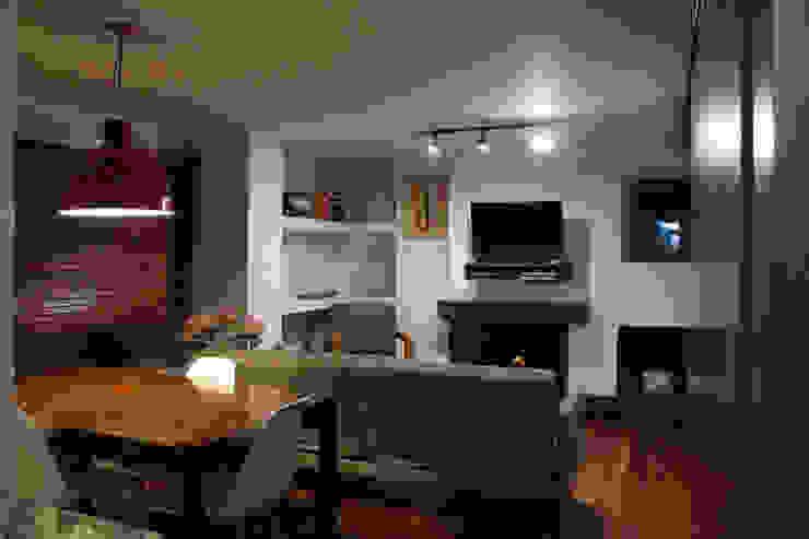 现代客厅設計點子、靈感 & 圖片 根據 ATELIER HABITAR 現代風