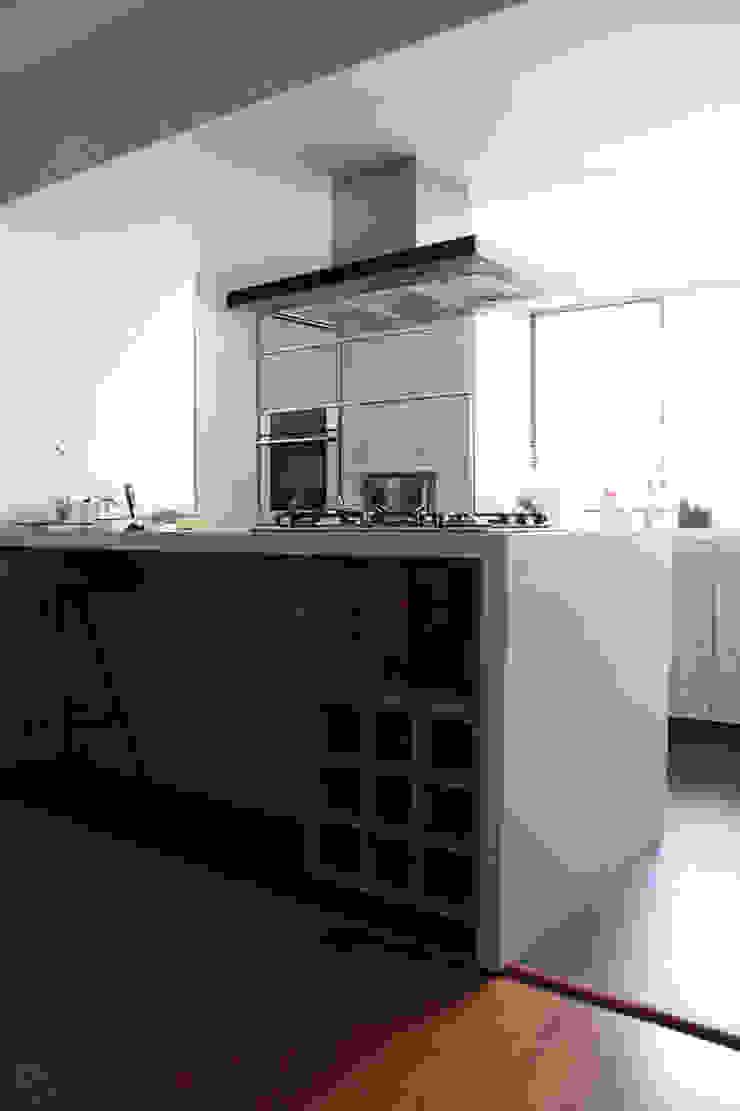 Isla Cocinas modernas de ATELIER HABITAR Moderno