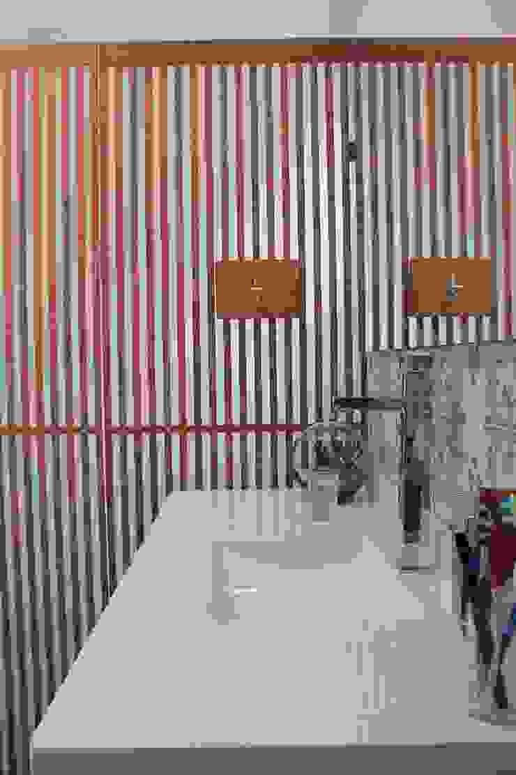 Lavamanos Baños de estilo moderno de ATELIER HABITAR Moderno