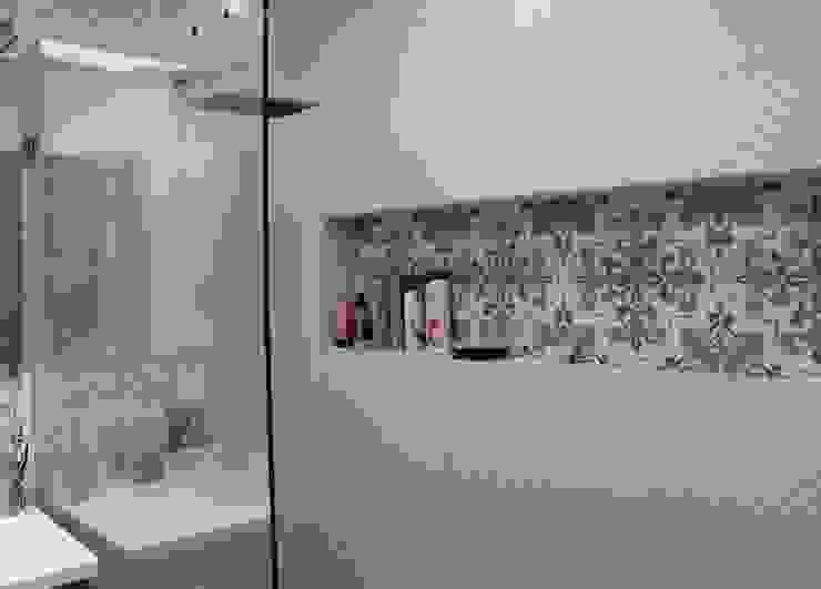 Bathroom by ATELIER HABITAR,