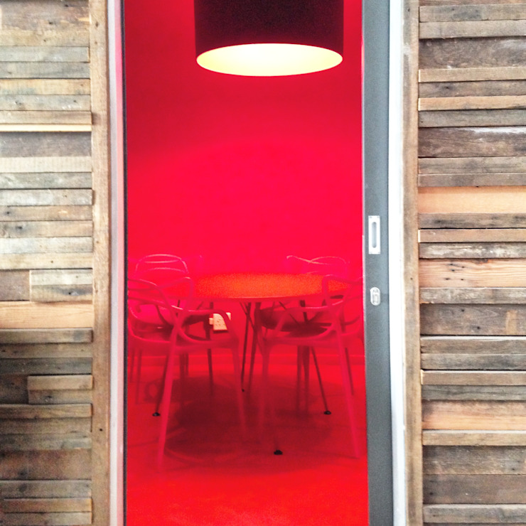 Red Room: modern  by Hello Charlie, Modern