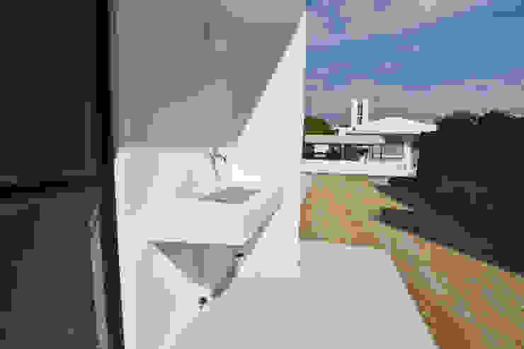 庭、手洗い場 Style Create モダンな庭 鉄筋コンクリート 白色