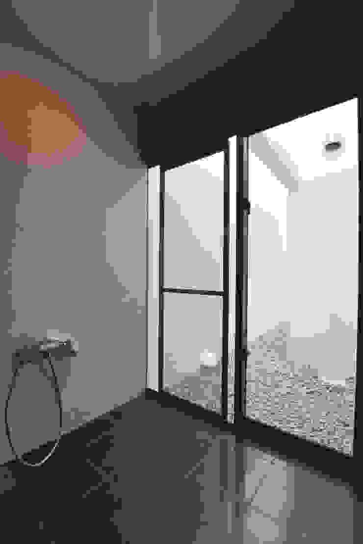 浴室 Style Create モダンスタイルの お風呂 タイル 黒色