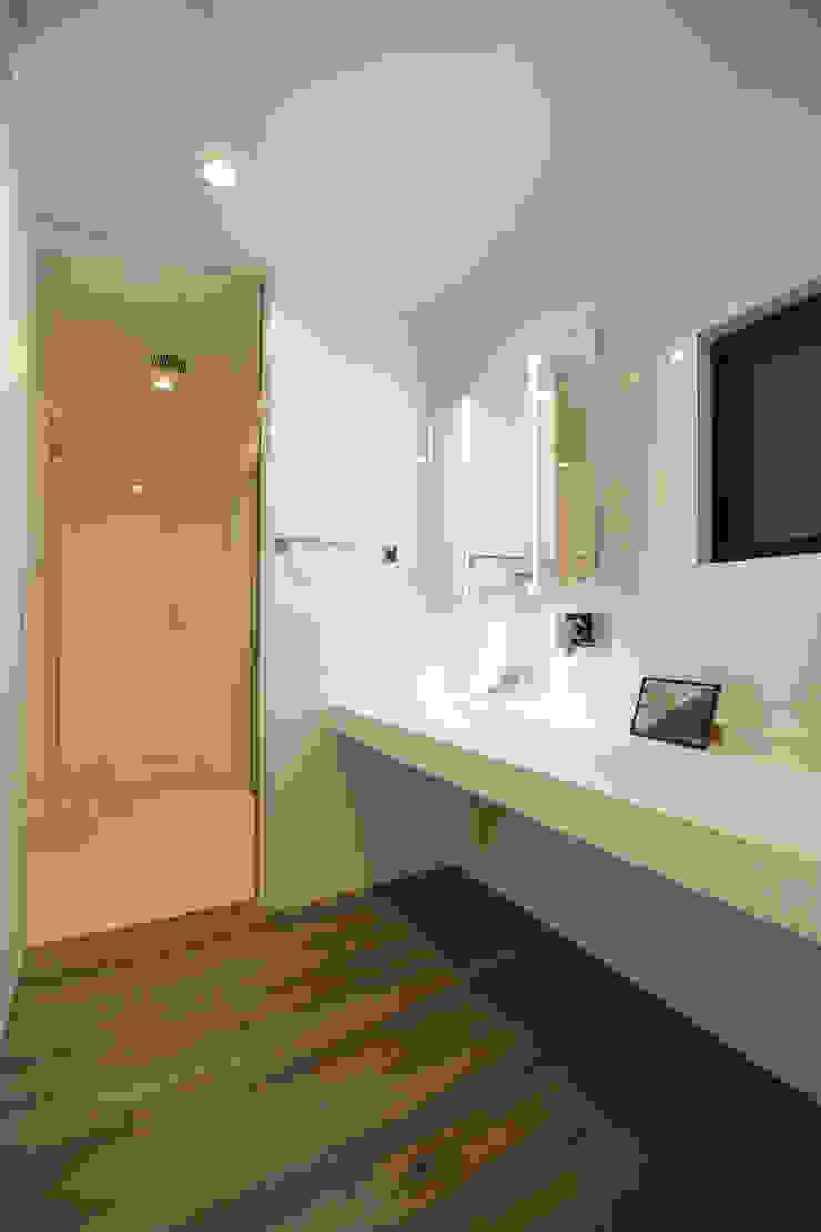 洗面室: Style Createが手掛けた現代のです。,モダン