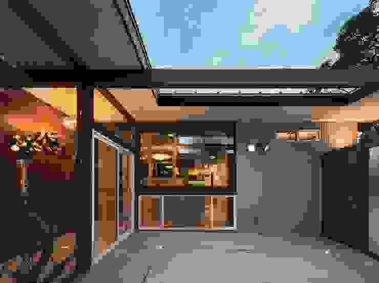 Koridor & Tangga Modern Oleh Ju Design 建築設計室 Modern