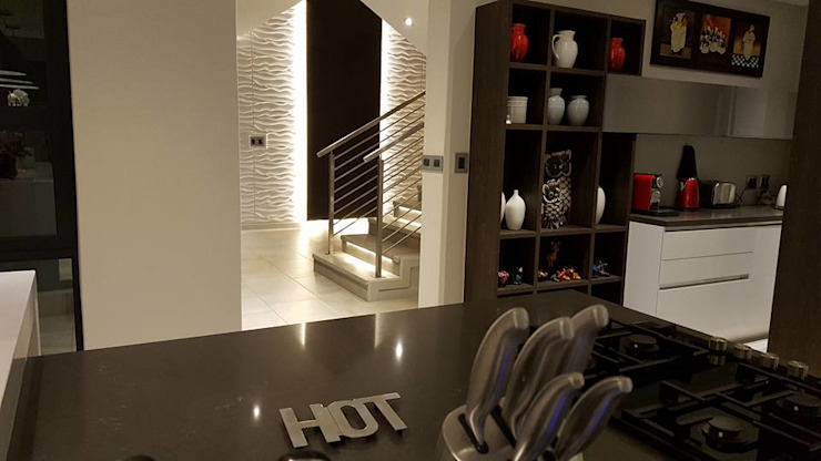 Waterfall Estates, Midrand, Johannesburg Modern Walls and Floors by The Guys - enhance your space, enhance your life! Modern