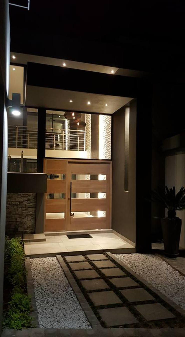 Waterfall Estates, Midrand, Johannesburg Modern Houses by The Guys - enhance your space, enhance your life! Modern