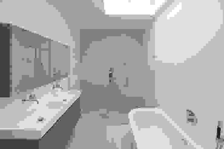 Haags herenhuis in het Statenkwartier Den Haag Moderne badkamers van FASE13   interieurontwerp & interieuradvies Modern